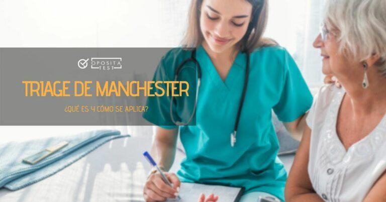 """Dos personas, una en uniforme, mantienen una entrevista con el printer """"triaje de Manchester, ¿qué es y cómo se aplica?"""""""