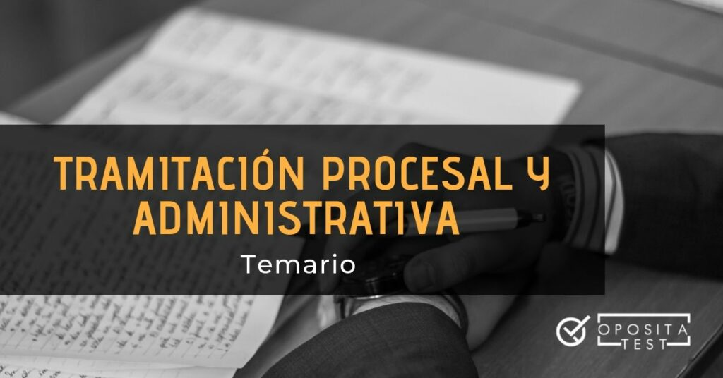 Hombre en blanco y negro manipulando documentación escrita para ilustrar el concepto temario de tramitación procesal y administrativa