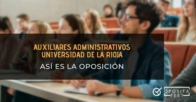 """Personas en en un aula magna con bolígrafos y libretas con el printer """"auxiliares administrativos de la Universidad de La Rioja, así es la oposición"""""""