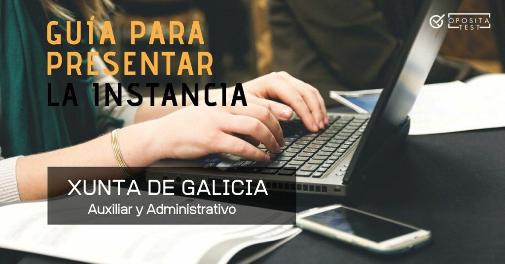 Manos de persona usando ordenador portátil con el printer que detalla que el tema a tratar es la presentación de instancia de auxiliar y administrativo de la Xunta de Galicia