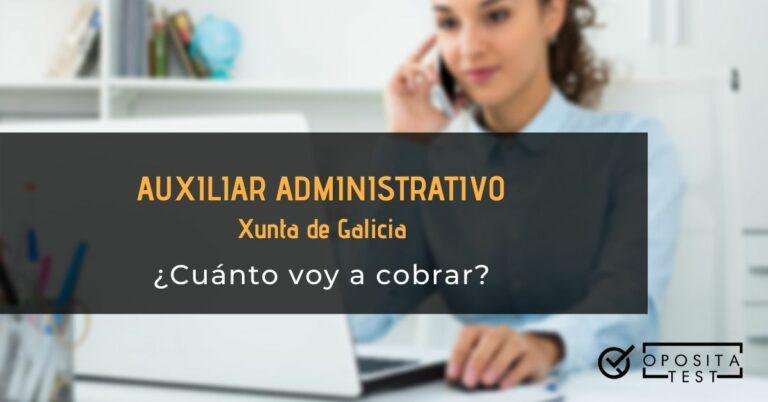Persona con camisa azul, usando ordenador y teléfono para ilustrar el post sobre el sueldo de un auxiliar administrativo de la Xunta de Galicia