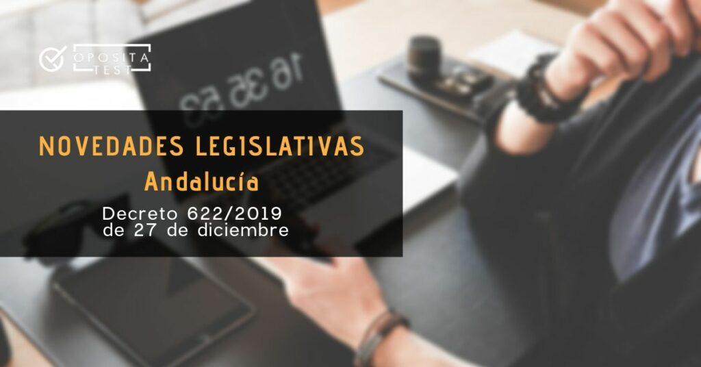 Imagen ilustrativa de usuario con dispositivos digitales en tonos oscuros para acompañar post sobre Decreto 622/2019, de 27 de diciembre, de administración electrónica, simplificación de procedimientos y racionalización organizativa de la Junta de Andalucía.