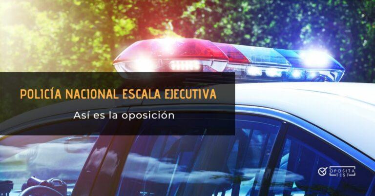 Automóvil de la policía con las luces en funcionamiento para ilustrar la idea de oposición a policía nacional escala ejecutiva