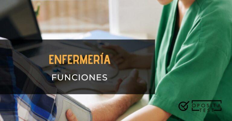 Enfermería funciones Imagen fuera de foco de personal sanitario con uniforme verde para ilustrar una entrada en la que se analizan las funciones del cuerpo de Enfermería.