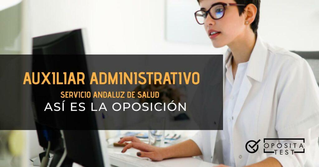 Profesional sanitario en uniforme de bata blanca fuera de foco trabajando en un ordenador para compañar una entrada en la que se analiza el tema: Auxiliar Administrativo Servicio Andaluz de Salud Así es la oposición