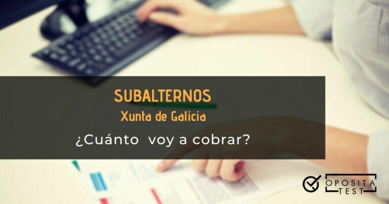 Imagen fuera de foco de persona usando teclado de ordenador y revisando documentación para ilustrar un post en el que se analiza el sueldo de Subalterno de la Xunta de Galicia