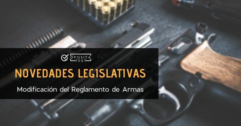 Imagen fuera de foco de una pistola desmontada en partes para analizar la modificación del reglamento de armas