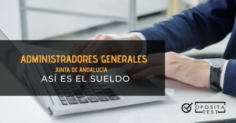 Hombre tecleando en un portátil. Toda la imagen está fuera de foco. Se utiliza para ilustrar una entrada sobre el sueldo de los Administradores Generales de la Junta de Andalucía.