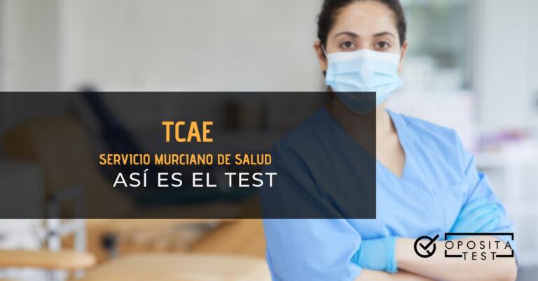 Auxiliar de enfermería con mascarilla y guantes posando con los brazos cruzados. Toda la imagen está fuera de foco. Se utiliza para ilustrar una entrada sobre el test de TCAE del Servicio Murciano de Salud.