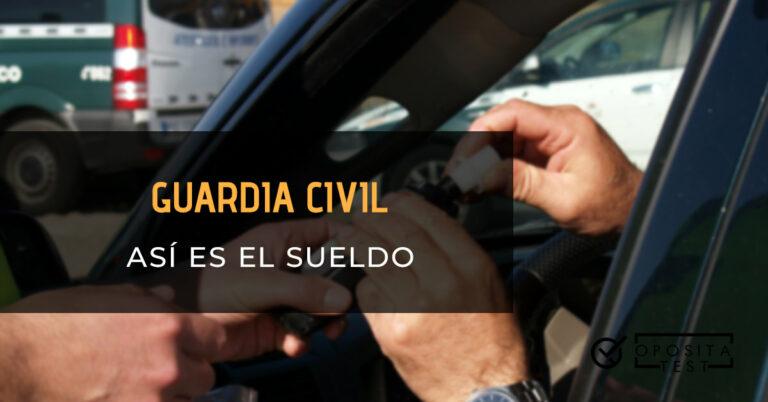 Guardia Civil haciendo un test de alcoholemia a un conductor. Toda la imagen está fuera de foco. Se utilizar para ilustrar una entrada sobre el sueldo de Guardia Civil.