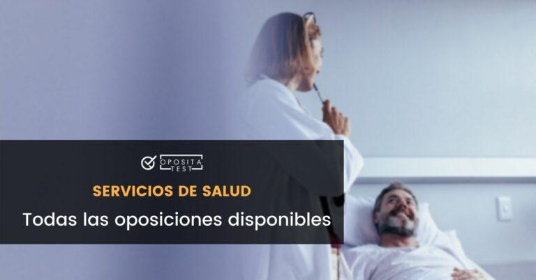 Persona de cabello rubio con bata blanca atiende a paciente en entorno hospitalario para acompañar una entrada en la que se analizan las distintas oposiciones a los servicios de salud de España. Analizamos las posibilidades de opositar en el ámbito sanitario español