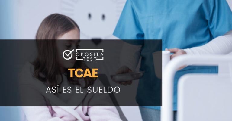 TCAE entregando medicación y agua a una niña que está sentada en una cama. Toda la imagen está fuera de foco. Se utiliza para ilustrar una entrada sobre el sueldo de Auxiliar de Enfermería (TCAE).