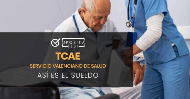 Mujer TCAE ayudando a levantarse a un paciente mayor en un hospital. Toda la imagen está fuera de foco. Se utiliza para ilustrar una entrada sobre cómo es el sueldo de Auxiliar de Enfermería (TCAE) de Valencia.